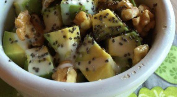 Insalata avocado noci mariposa e semi di chia 1