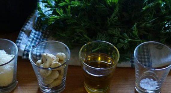 Pesto con foglie di carota e anacardi 1024x375 1 600x375